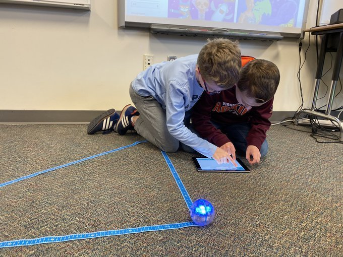 Students using an ipad to control a Spheros